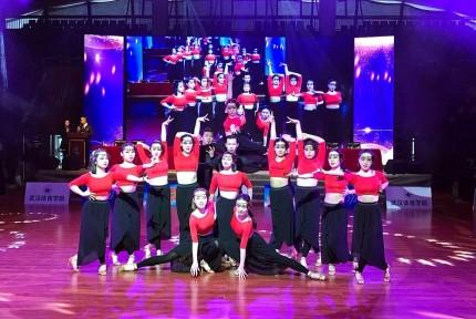 湖北大学生体育舞蹈锦标赛 汽院舞团夺佳绩