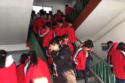 市十三中举行校园消防应急演练