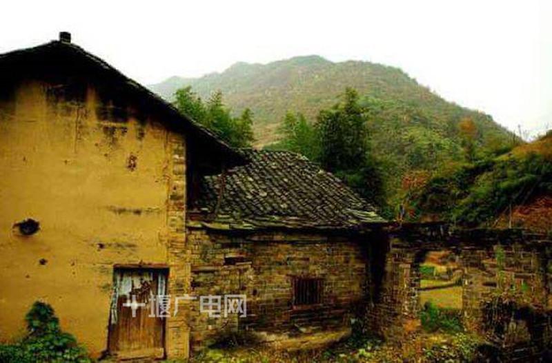张振武故居位于竹山县双台乡南口村五组,建于清咸丰年间,始建房屋13
