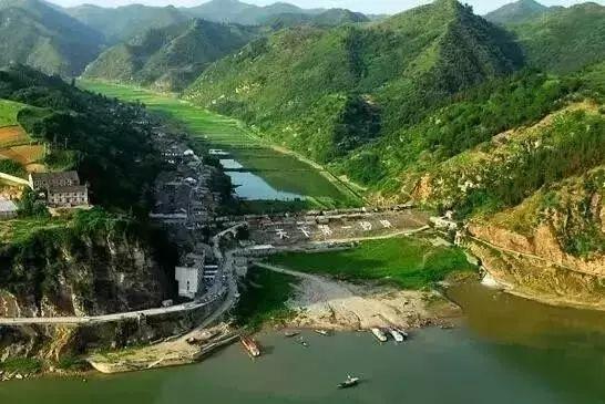 02 公园有天河,五龙河两个景区及金银山,白龙洞等分散景点.