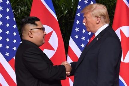 历史性时刻!朝美领导人首次会面并握手