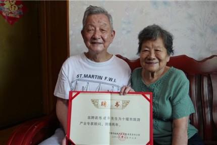 八旬夫妇退休后携手环游世界  已游历18国
