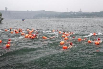 壮观!全国千余名游泳健儿丹江口横渡汉江