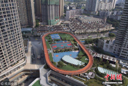 重庆又现魔幻配置 运动场搬到屋顶上