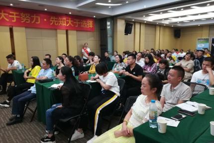今天上午,十堰这家公司举办了一场精彩的国学讲座!