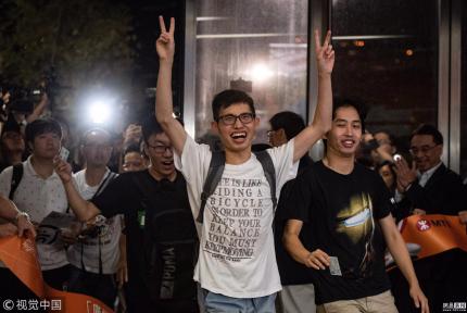 广深港高铁全线开通 西九龙站迎首批旅客