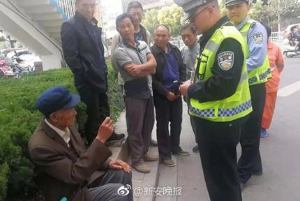 85岁老人假摔14年 警方:别责骂别给钱