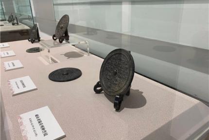 汉末至三国时期宝物在十堰博物馆展出