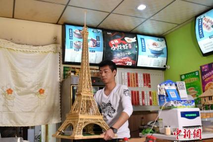 快看,用竹签做的埃菲尔铁塔
