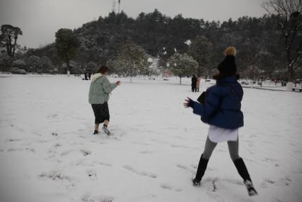 十堰人快来看看,这是你雪中的样子