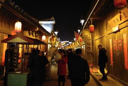 逛老街、赏夜景,十堰人寻找最质朴年味