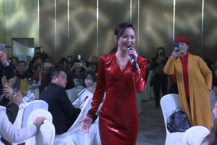 14岁独闯北京,这位当红歌手昨天回十堰老家啦