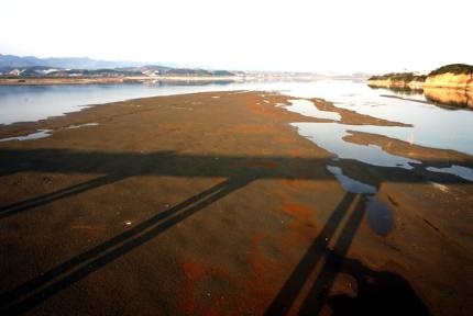 江滩外露 汉江水位持续下降