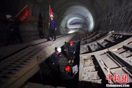 山西太焦高铁首条极高风险隧道贯通