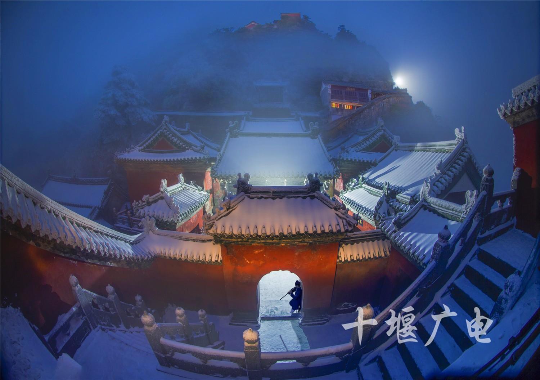 雪夜仙宫(摄影:余永强)