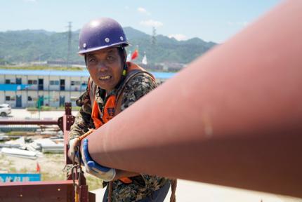 东风小康十堰项目建设者:滚烫的钢架上挥汗如雨