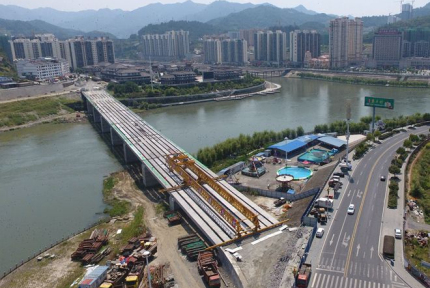 竹山县城新建一座廊桥 计划年底建成通车
