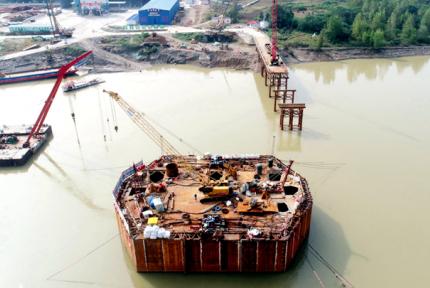 天河口漢江公路大橋加快建設