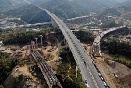 航拍漢十高鐵丹江口站連接線工程建設最新進展