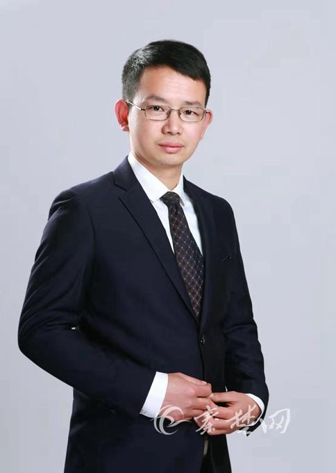 小学教师服装_徐文杰是张湾区炉子小学教师,近来,他致力于学校创客教育的推动与