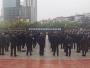 上午10时,十堰各地群众向疫情期间牺牲的烈士和逝世的同胞志哀