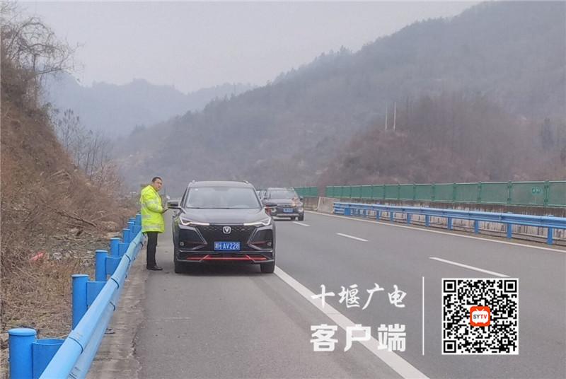 《【杏耀登陆地址】男子在高速房县段上突发疾病,多亏他们及时救助》