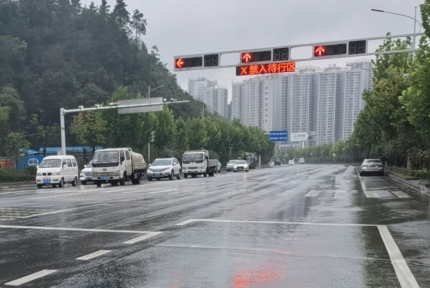 十堰城区两个路口今日正式启用车辆待行区