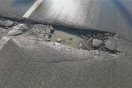 紫霄大道路面坑槽行车难,相关回复来了